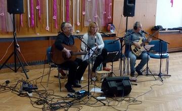 Fotografie ze setkání s adamovskou hudební skupinou GENCIÁNA