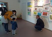 Z předání ocenění dětským adamovským umělcům...